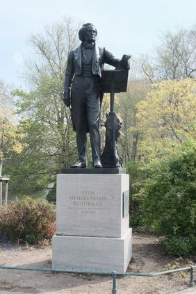 Das Mendelssohn-Bartholdy-Denkmal; Foto: Michael Gstettenbauer