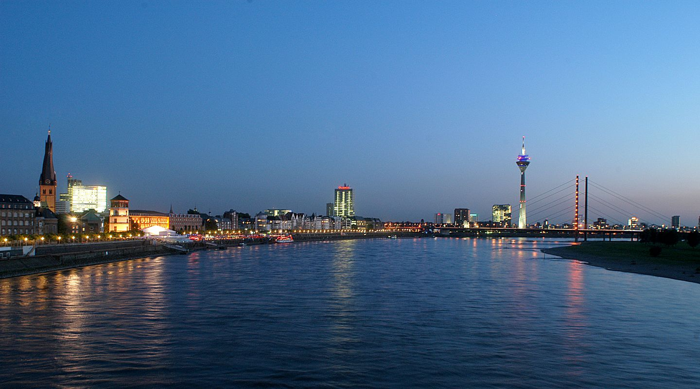 Nightly Düsseldorf Skyline