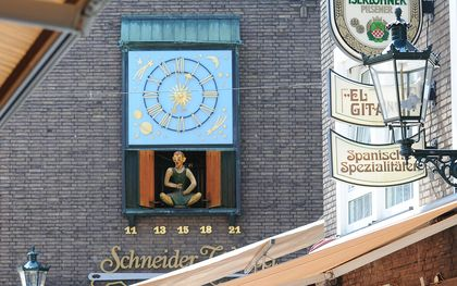 Wibbel the Tailor music box