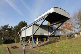 Die Benzenberg-Sternwarte steht auf dem Schulgelände des Schloß-Gymnasiums Benrath. Neben der ansässigen Schulgemeinde haben auch Viertklässler aus dem Düsseldorfer Süden Zugang, um den Himmel per Prachtteleskop zu erkunden; Foto: Lammert