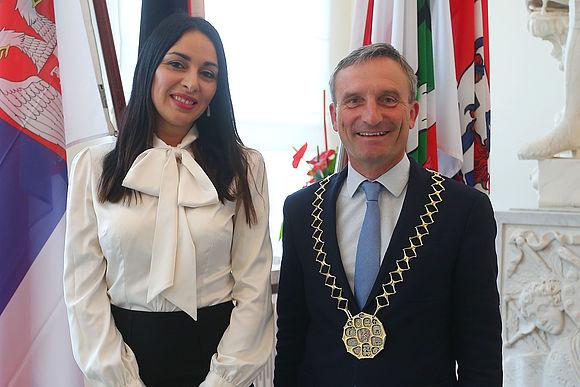 Oberbürgermeister Thomas Geisel und Branislava Perin Jaric, Generalkonsulin der Republik Serbien. Foto: David Young