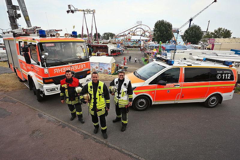"""Bereit für mögliche Einsätze: Mit Start der """"Größten Kirmes am Rhein"""" beginnt für die Einsatzkräfte von Feuerwehr, Rettungs- und Sanitätsdienst eine arbeitsintensive Zeit"""