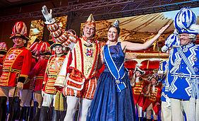 Das Prinzenpaar der Session 2016/2017 - Prinz Christian III. und Venetia Alina - nach der Prinzenkürung in der Stadthalle