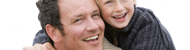 Father and son at beach smiling (Vater und Sohn lächelnd am Strand) © Monkey Business - Fotolia